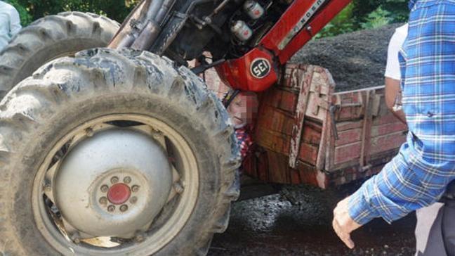 Traktörün şaha kalkması sonucunda araç ile römork arasına sıkışan sürücü yaralandı