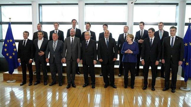 AB liderler zirvesi İtalya'nın veto tehdidiyle başladı