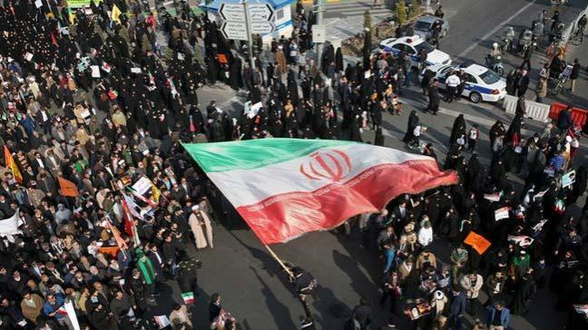 Tahran'da protestocular gözaltına alındı