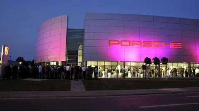Doğuş Otomotiv, ülkenin en büyük Porsche showroomunu satıyor
