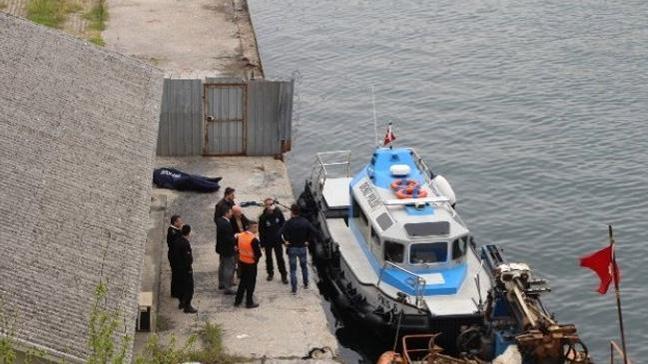Sarayburnu'nda denizde erkek cesedi bulundu