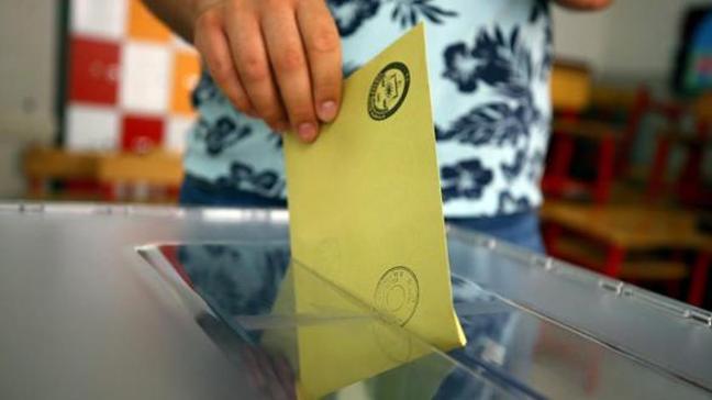 Siyasi partilerin aday bildirme süresi sona erdi