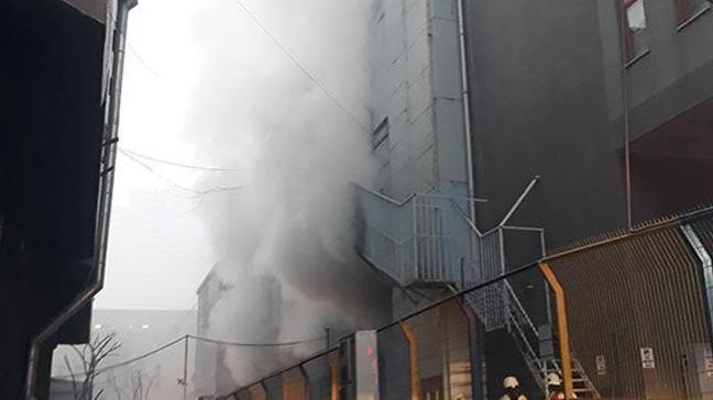 212 AVM'nin yanındaki iş merkezinde yangın çıktı