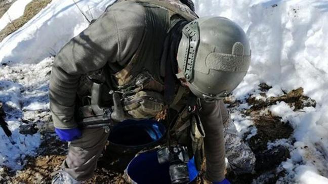 Bitlis'te terör operasyonda toprağa gömülü malzeme ele geçirildi