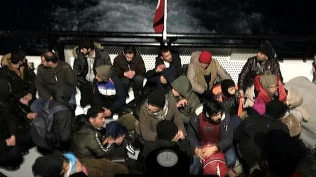 Çeşme'de 43 düzensiz göçmen yakalandı