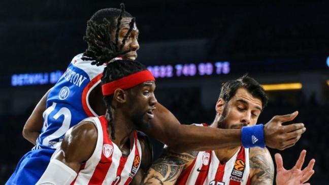 Anadolu Efes sahasında Olympiakos'u 75-65 mağlup etti