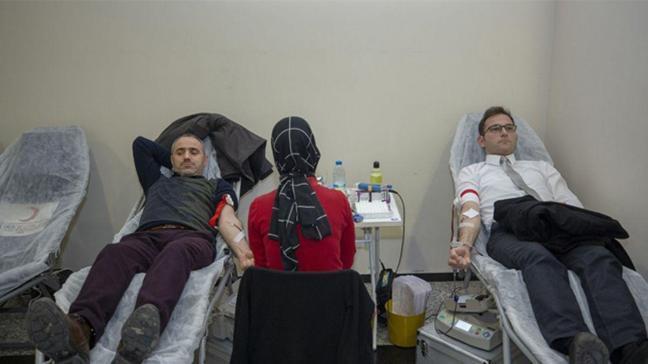 Lösemi hastası Aysima'nın babasının arkadaşları kök hücre bağışında bulundu