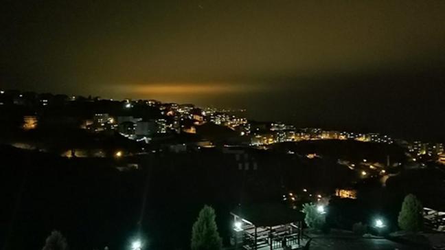 Trabzon'da dün gece bu esrarengiz ışığı görenler cep telefonlarına sarıldı