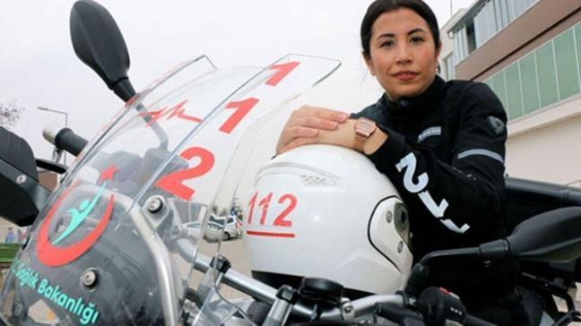 Kadın sağlıkçı motosikletiyle hayat kurtarıyor