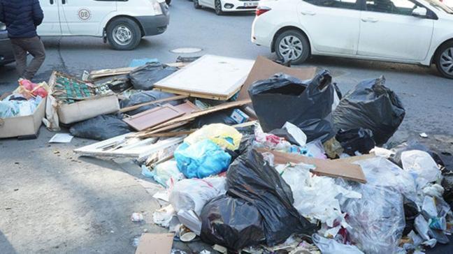 İstanbul'un göbeğinde çöp krizi