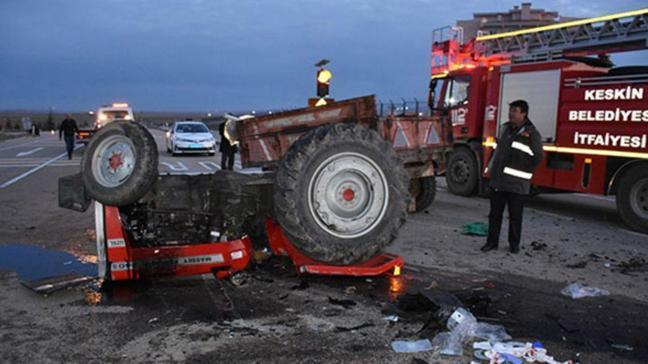 Parçalanan traktörden sağ kurtuldu