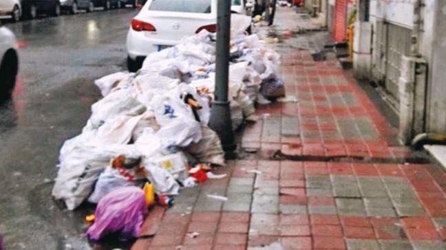 Şişli'de işçiler greve gitti, ilçe çöp içinde kaldı