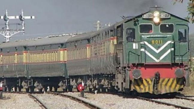 Pakistan-Hindistan arasında demir yolu seferleri durduruldu