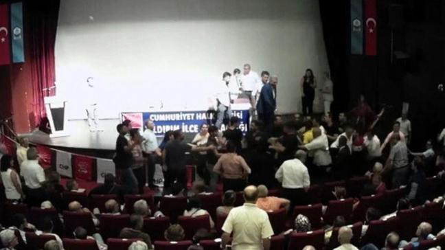 CHP'lilerin toplantısında yumruklu kavga!