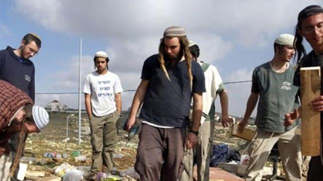 Yahudi yerleşimciler bir Filistinliyi gözünden yaraladı