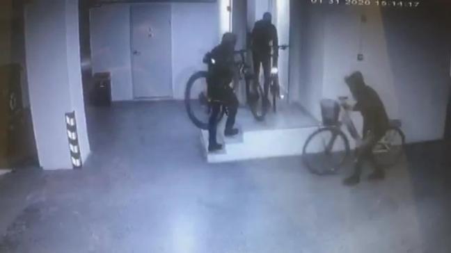 Kadıköy'de bisiklet çalan şüpheliler görüntülendi