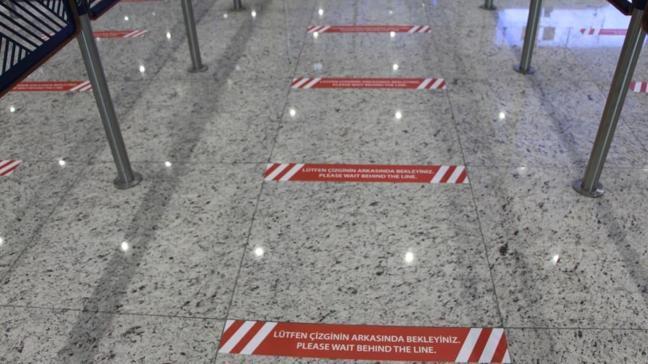 İstanbul Havalimanı'nda koronavirüs tedbiri kapsamında 'Kırmızı bant' çekildi