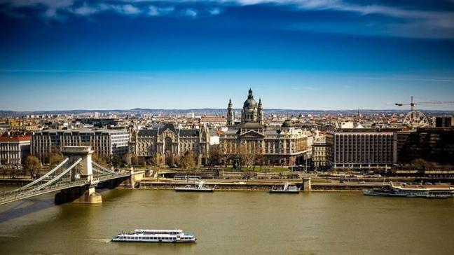 Macaristan'da koronavirüs nedeniyle İngiliz diplomat hayatını kaybetti