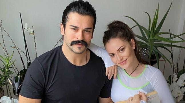Burak Özçivit ve eşi Fahriye Evcen'den karantina pozu