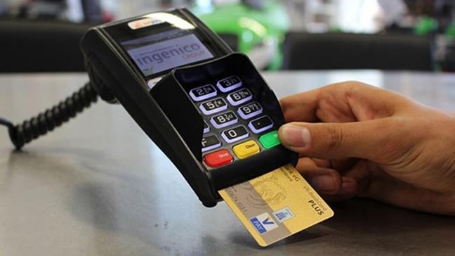 Kredi kartının teslimatını başkasına yapan bankalar yandı