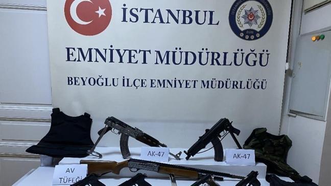 Beyoğlu'nda iki grup arasında çıkan kalaşnikoflu çatışmada 1 kişi yaralandı