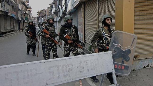 Cammu Keşmir'de çatışma sonucu 8 kişi öldü