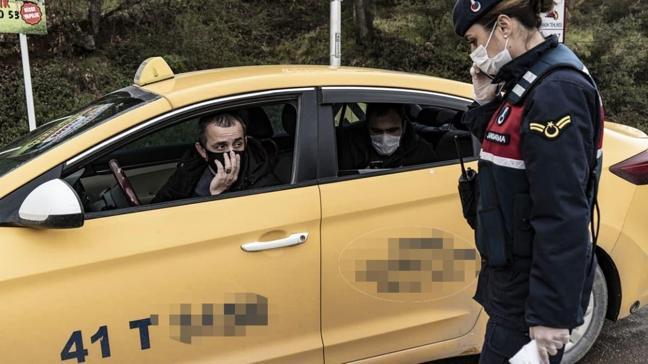 Kocaeli plakalı taksi ile İstanbul'a girmeye çalışan bir kişi yolu yürüyerek gitmek zorunda kaldı