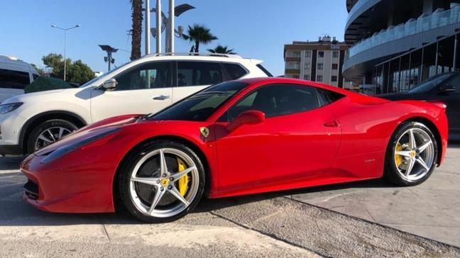 Bin liralık yardıma başvuran Ferrari sahibi merak konusu oldu
