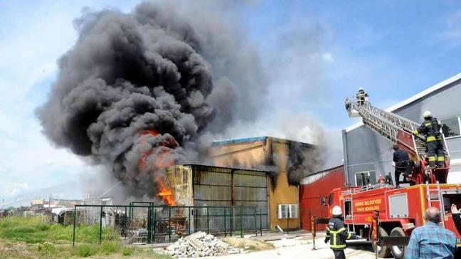 Edirne'de yapı market deposunda korkutan yangın