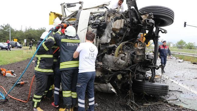 Edirne'de tırla çarpışan kamyonun sürücüsü hayatını kaybetti