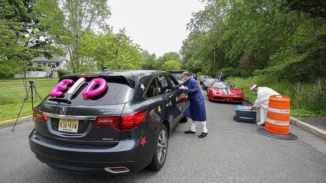 ABD'de Müslümanlar koronavirüs nedeniyle 'arabada' bayramlaştı