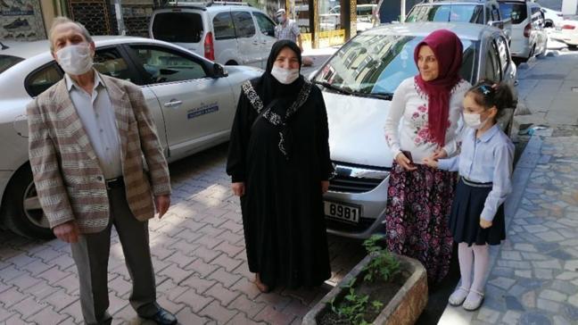 65 yaş üstüne verilen sokağa çıkma izninde bu kez yaşlılar torunlarını ziyaret etti