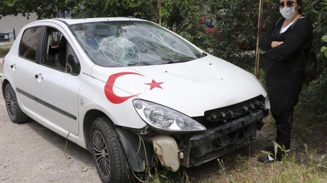 Eski sevgilisinin barışma isteğini kabul etmeyince arabası parçalandı