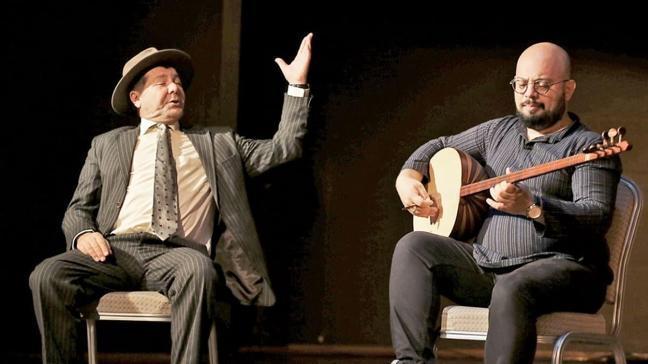 Veli'nin Oğlu Orhan tiyatro sahnesinde