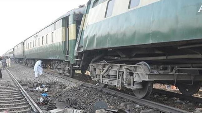 Çekya'da yolcu trenleri çarpıştı: Ölü ve yaralılar var
