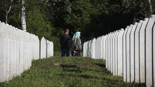 Srebrenitsa Soykırımı'nın 9 kurbanı toprağa verildi