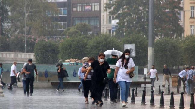 İstanbul'da sağanak yağış etkili olmaya başladı