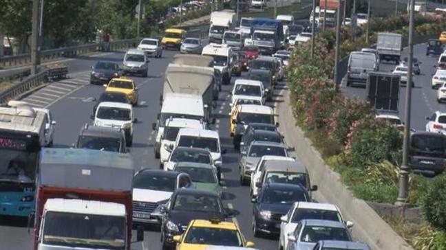 Esenler'de araç arızası nedeniyle trafik durma noktasına geldi