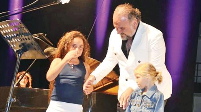 Hakan Aysev ve kızı Esen Can'dan baba-kız dansı