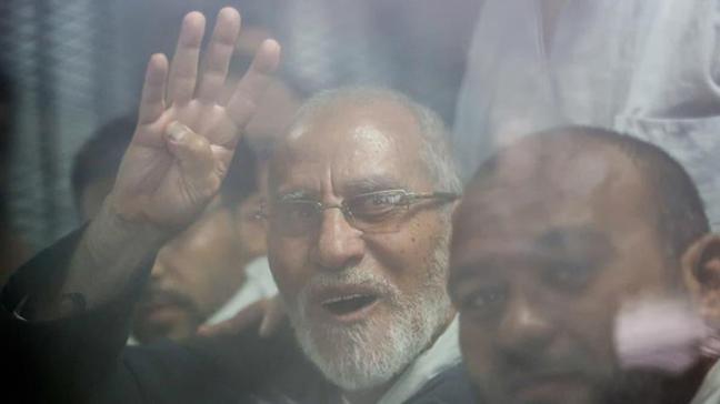 Mısır'da İhvan lideri Bedii'ye müebbet hapis cezası!