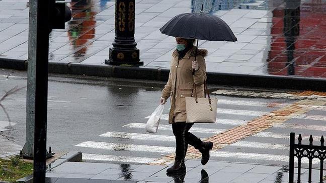 """Doç. Dr. Demirhan: """"Yağmur suyu maskeyi etkilemez"""""""