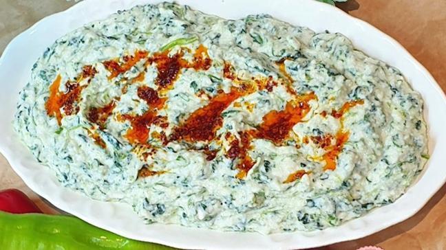 Ispanaklı boraninin yapılışı! Süzme yoğurt ile ıspanaklı borani tarifi