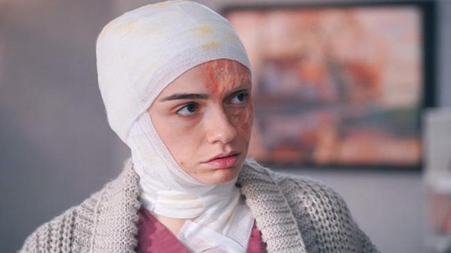 """Alev Alev'in Çiçek'i Hazar Ergüçlü kaç yaşında, nereli"""" Alev Alev Çiçek kimdir, hikayesi ne"""""""