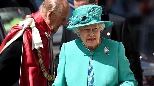 İngiltere Kraliçesi 2. Elizabeth koronavirüs aşısı oldu