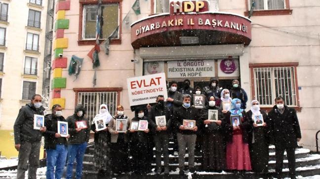 Diyarbakır annelerinin evlat nöbeti terör örgütü ve müzahir yayın organlarının hedefi oldu