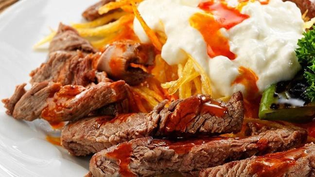 En lezzetli çökertme kebabı tarifi! Patates kızartmasının etle mükemmel buluşması