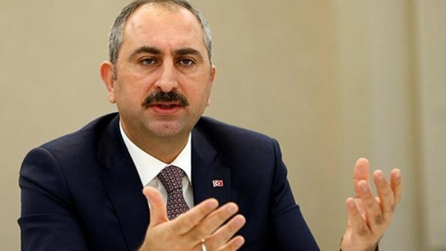 Bakan Gül: Adalet Bakanının hakim, savcı cübbesi yoktur
