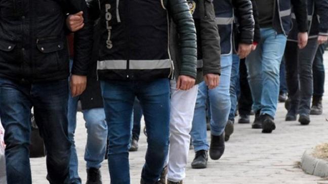 İzmir merkezli 60 ilde FETÖ operasyonu: Tutuklu sayısı 111'e yükseldi
