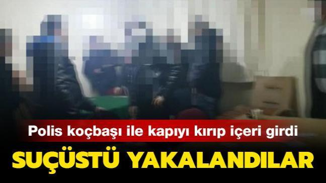 Polisler koçbaşı ile kapıyı kırıp içeri girdi: Kumar oynarken suçüstü yakalandılar