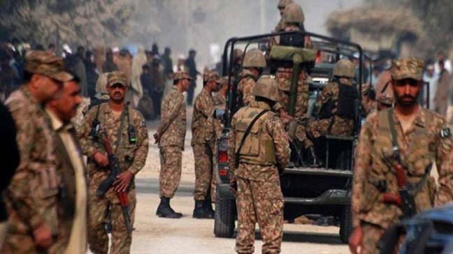 Pakistan'da güvenlik güçleri 5 teröristi etkisiz hale getirdi